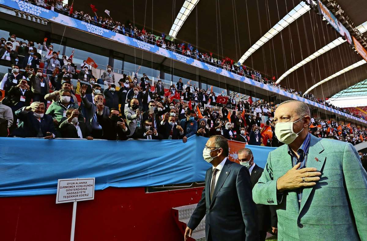Der türkische Präsident Recep Tayyip Erdogan bei einer Parteiveranstaltung im türkischen Kayseri am Samstag. Foto: AP
