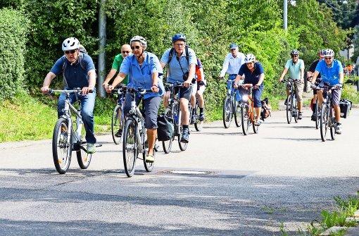 Radtour mit Helm und Minister
