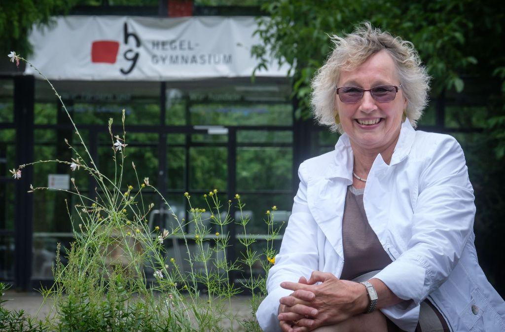 Barbara Graf, hier vor dem Hegel-Gymnasium, geht in den Ruhestand. Foto: Lichtgut/Achim Zweygarth
