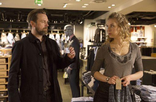 Köhler (Matthias Matschke) vernimmt Michelle (Anna Herrmann). Foto: MDR
