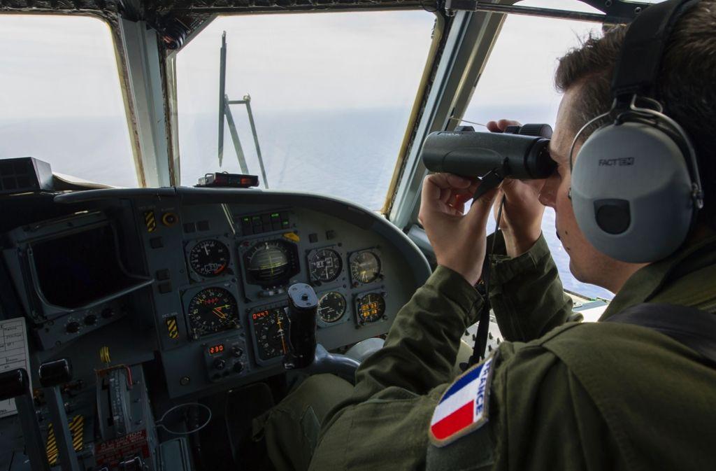 Ein mit der Untersuchung des Absturzes der Egyptair-Maschine im Mittelmeer befasster Ausschuss hat den Fund von Wrackteilen des Flugzeugs MS804 bekannt gegeben. Foto: AFP