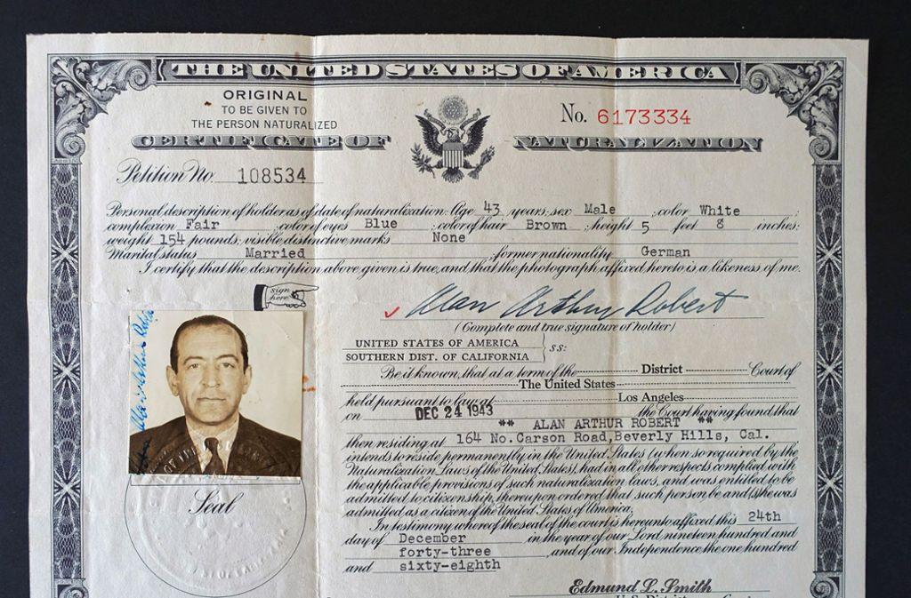 Die US-Einbürgerungsurkunde vom 24.12.1943 - aus Adolf Rosenberger wird Alan Arthur Robert. Foto: SWR