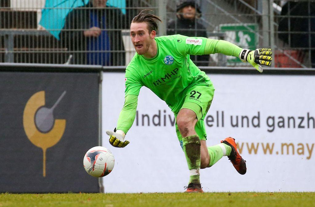 Bleibt zumindest vorerst die Nummer eins der Kickers: Tobias Trautner. Foto: Baumann