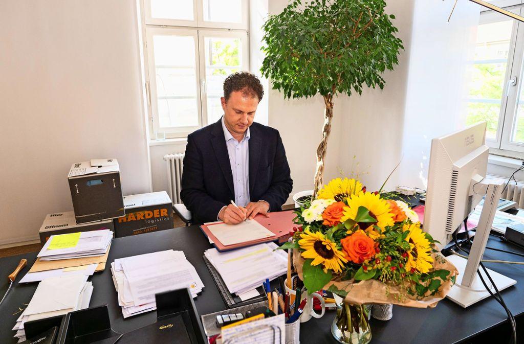 Matthias Knecht in seinem Büro im Rathaus. Foto: factum/Weise