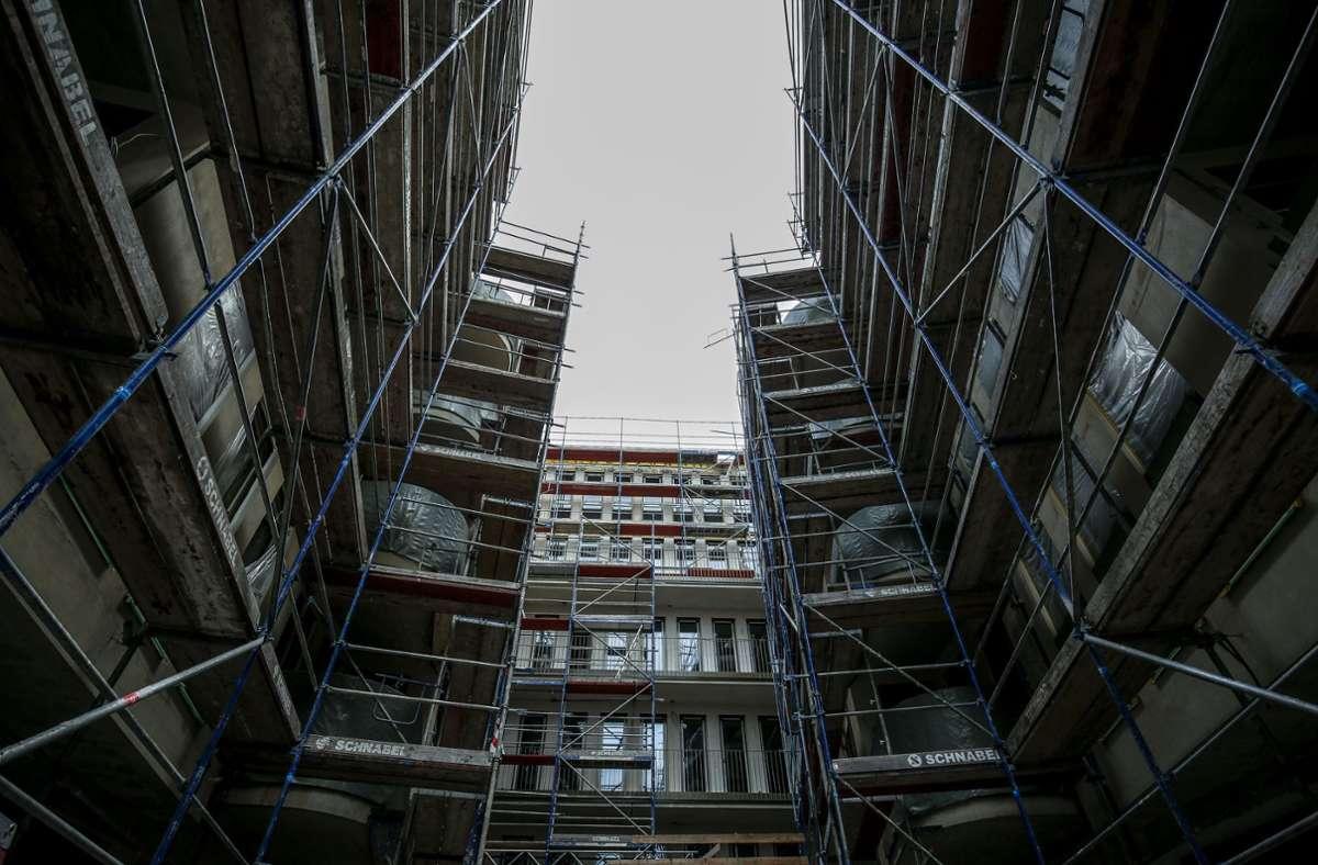 Materialknappheit und Preissteigerungen verzögern zurzeit oftmals den Baufortschritt. Foto: Lichtgut//Leif Piechowski