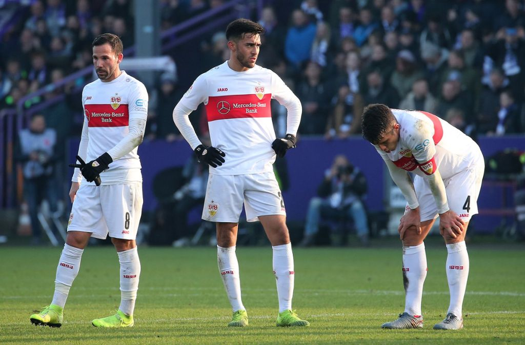 So sehen Verlierer aus: Gonzalo Castro, Nicolas Gonzalez, Marc-Oliver Kempf (v. li.) nach dem 0:1 gegen den VfL Osnabrück an der Bremer Brücke. Foto: Baumann