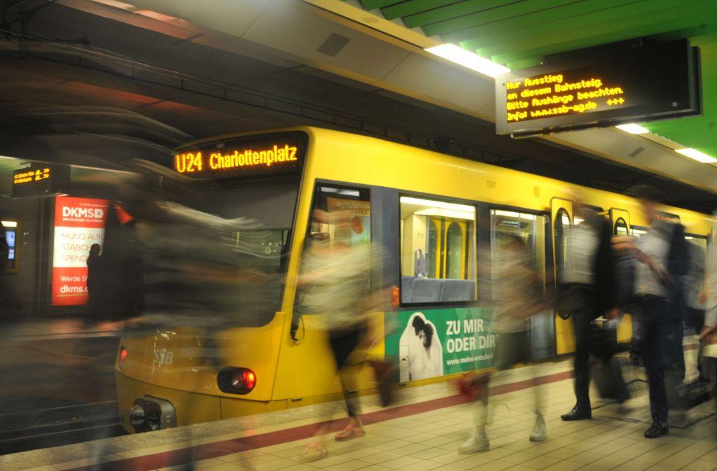 75.000 Menschen sind werktags am Charlottenplatz unterwegs. Die U21 und U24 haben hier wegen der Bauarbeiten zu Stuttgart 21 ihre Endstation und müssen wenden. Foto: Philipp Johannßen