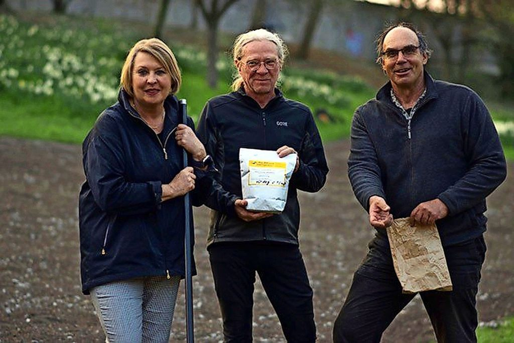 Bürgervereinsvorsitzende  Christina Kolb hat zusammen mit Ingo Lau (Mitte) und Bernd Wudick Foto: privat