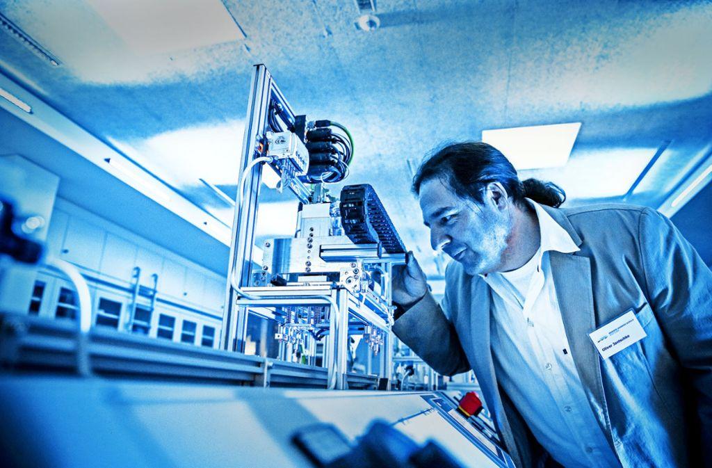 Die Lernfabrik 4.0 ist mit hochmodernen Maschinen ausgestattet. Foto: Lichtgut/Leif Piechowski