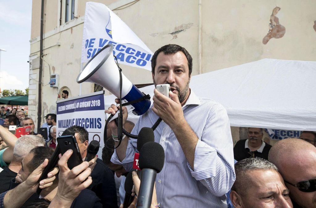 Lega-Chef Matteo Salvini profitiert am meisten von den Querelen der vergangenen Wochen: Seine Umfragewerte schnellen in die Höhe. Foto: AP