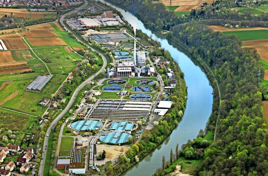 Auch im Hauptklärwerk Stuttgart-Mühlhausen laufen bereits Versuche zur Entfernung von Spurenstoffen aus dem Abwasser. Foto: Grohe