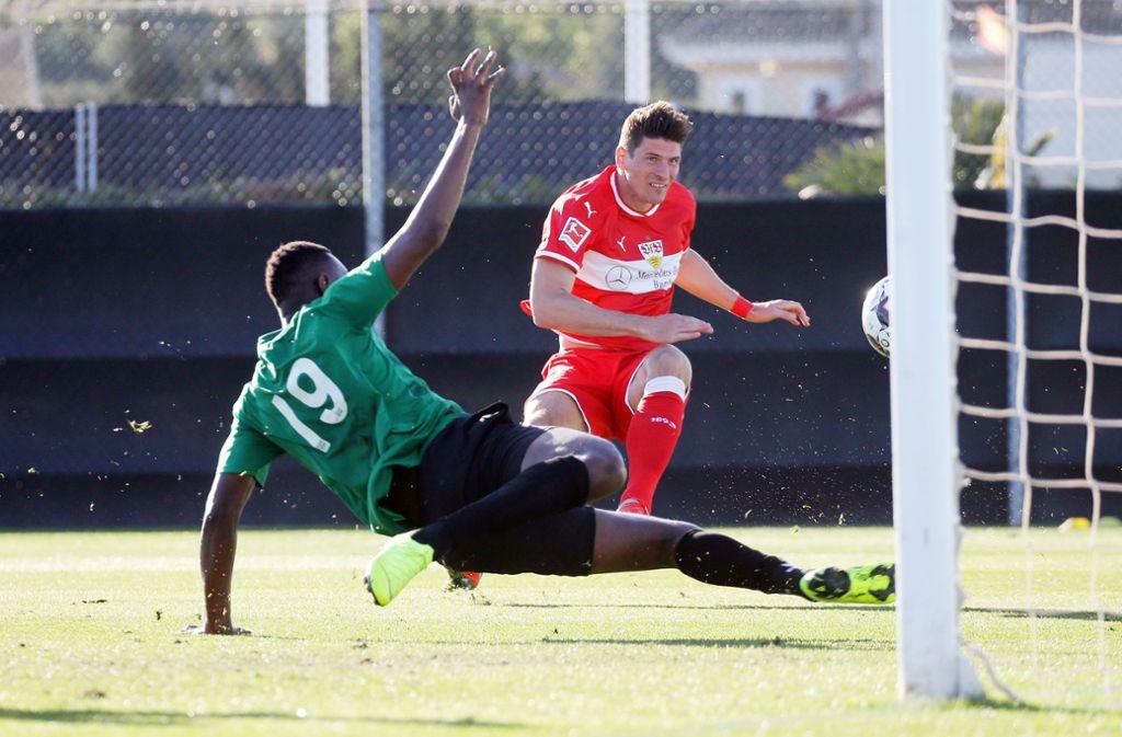 Mario Gomez traf doppelt für den VfB Stuttgart. Foto: Pressefoto Baumann