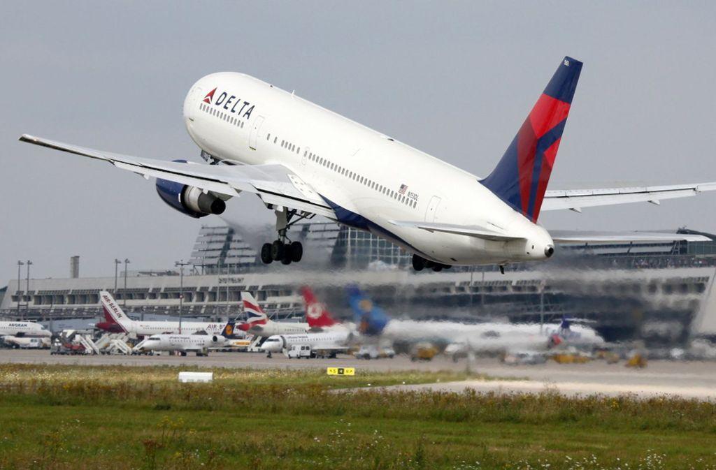 Mit den Abgasen der Flugzeuge bekommt die Erderwärmung Auftrieb. Große Streitfrage: Wie soll man umgehen mit dem Luftverkehr? Foto: Flughafen Stuttgart GmbH