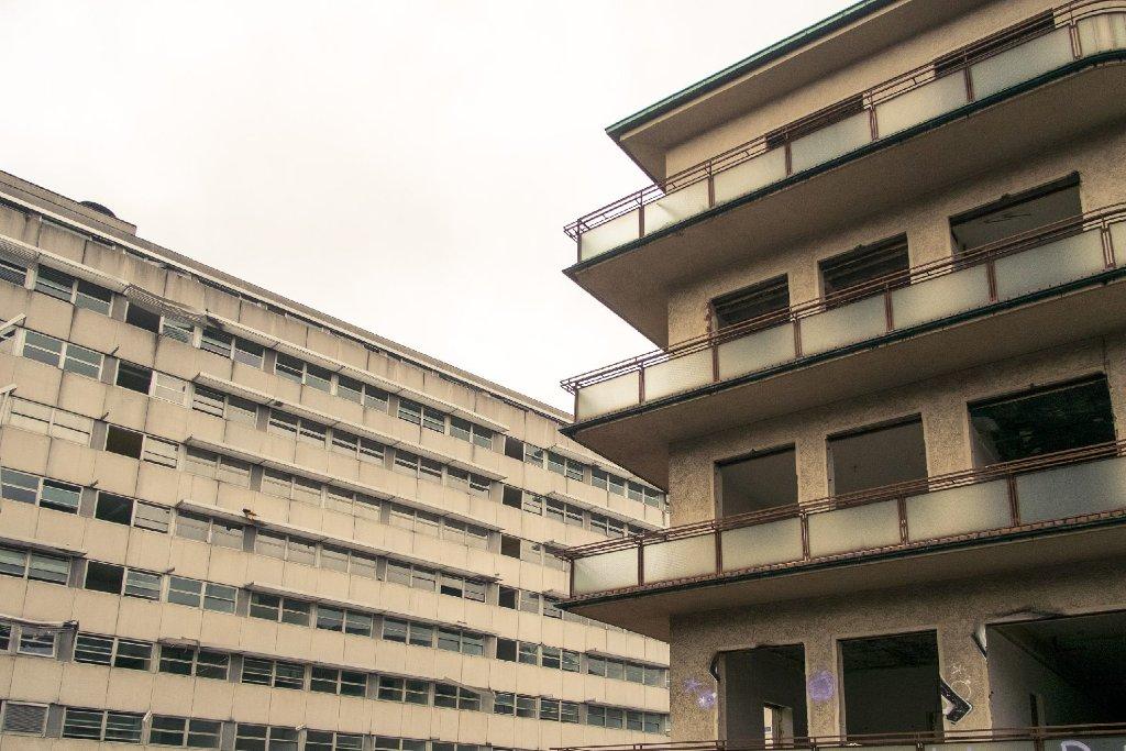 Mitte Oktober wurde mit dem Abriss des ehemaligen Olgahospitals begonnen. Das Kinderkrankenhaus ist bereits im vergangenen Jahr auf das Gelände des Katharinenhospitals umgezogen. Foto: www.7aktuell.de | Florian Gerlach