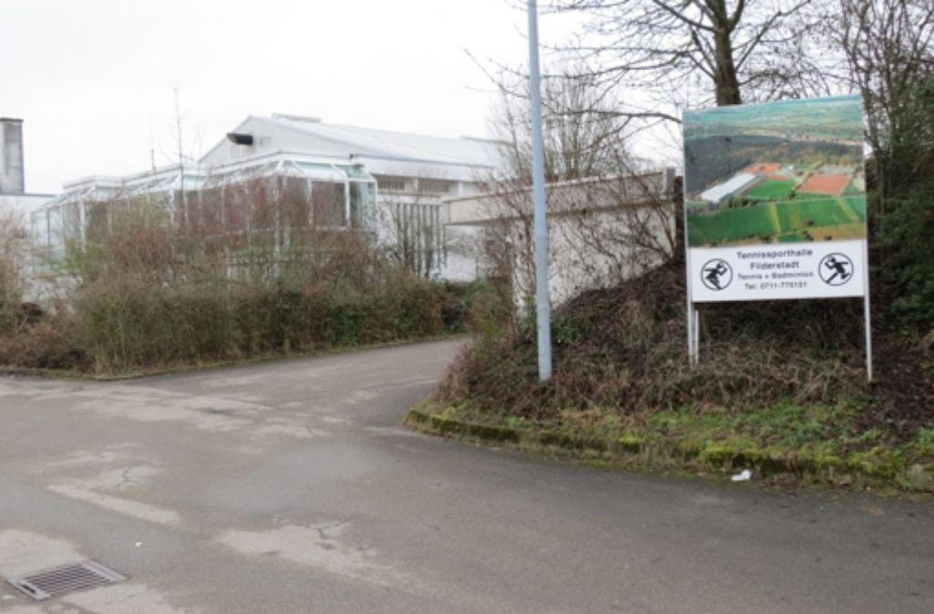 Die Plattenhardter Tennishalle, in der früher der Tennis-Grand-Prix stattfand, wird zur  Unterkunft für Flüchtlinge Foto: Häusser