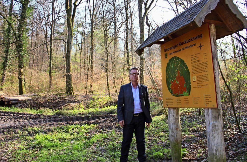 Der 56-jährige Jörg Noetzel hat den Wald gleich vor der Haustür. Er kämpft dafür, dass der Naherholungsfaktor dort künftig eine größere Rolle spielt. Foto: Torsten Ströbele