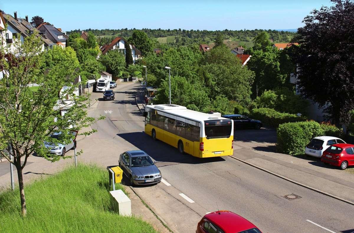 Die Mannspergerstraße in Heumaden, Blickrichtung Lederberg. Laut einer Anwohnerin fahren hier oft Autos zu schnell. Foto: Holowiecki