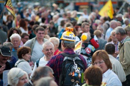 S-21-Gegner bei der Kundgebung auf dem Arnulf-Klett-Platz. Foto: Martin Stollberg