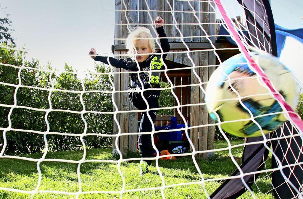 Schusstraining macht auch im heimischen Garten Spaß. Foto: Baumann