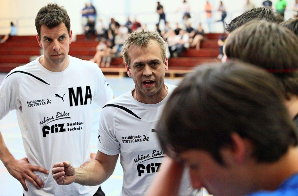 Thomas Krombacher (Mitte) im Jahr 2011 mit Michael Amort als Trainer der zweiten Schmidener Mannschaft. Foto: Patricia Sigerist