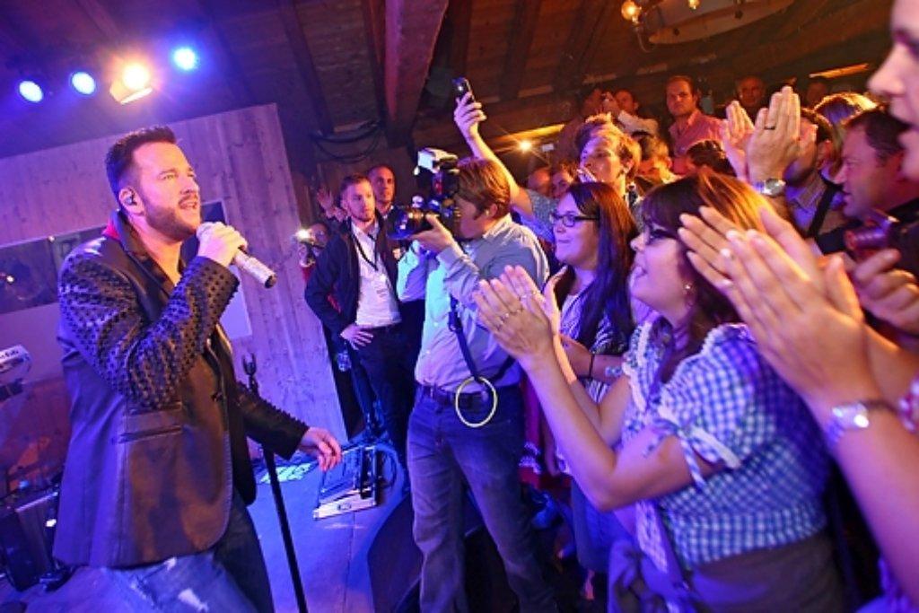 Wendler in Action: Das Partyvolk auf dem Wasen war begeistert. Foto: www.7aktuell.de | Daniel Jueptner