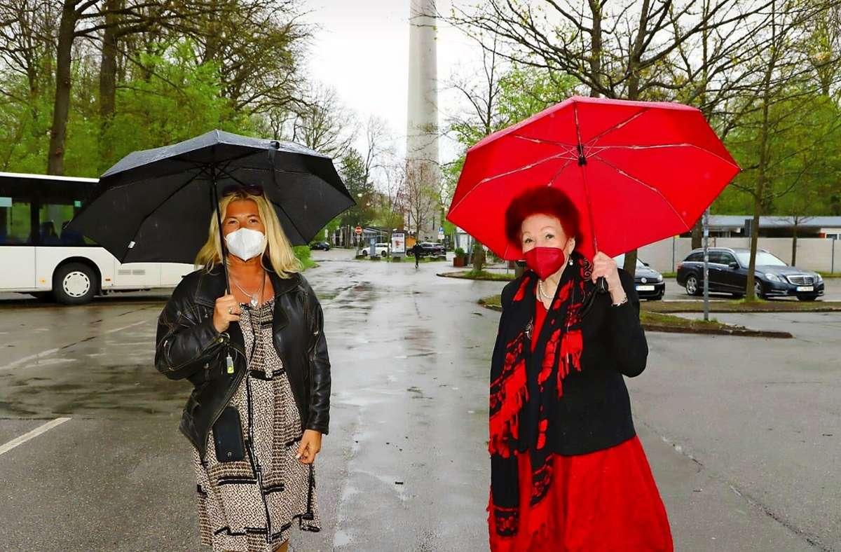First Lady Gudrun Nopper (li.) und Clublegende Laura  Halding-Hoppenheit am Fernsehturm . Foto: /Christof Sage