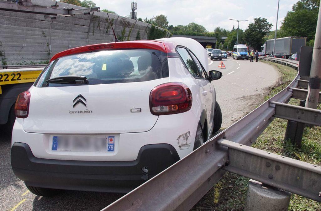 Der Unfall auf der B10 sorgte für große Verkehrsbehinderungen. Foto: Andreas Rosar Fotoagentur-Stuttg