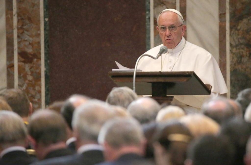 Papst Franziskus erwägt die Zulassung von Frauen zum Diakonat. Foto: dpa