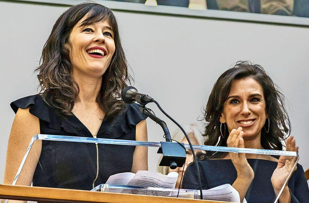 """Die Journalistinnen Megan Twohey (li.) und Jodi Kantor von der """"New York Times"""" freuen sich über den Pulitzer-Preis. Foto: dpa"""