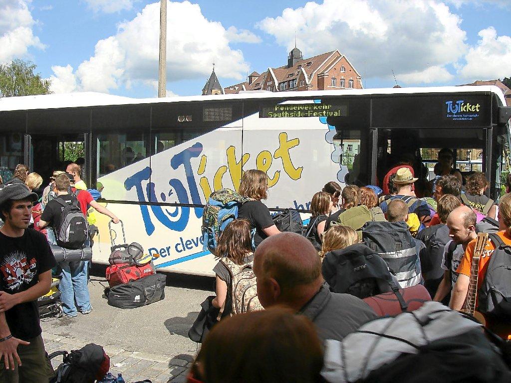 Kostenlos kommen Besucher des Southside-Festivals vom Tuttlinger Bahnhof aufs Veranstaltungsgelände. Foto: TUTickett