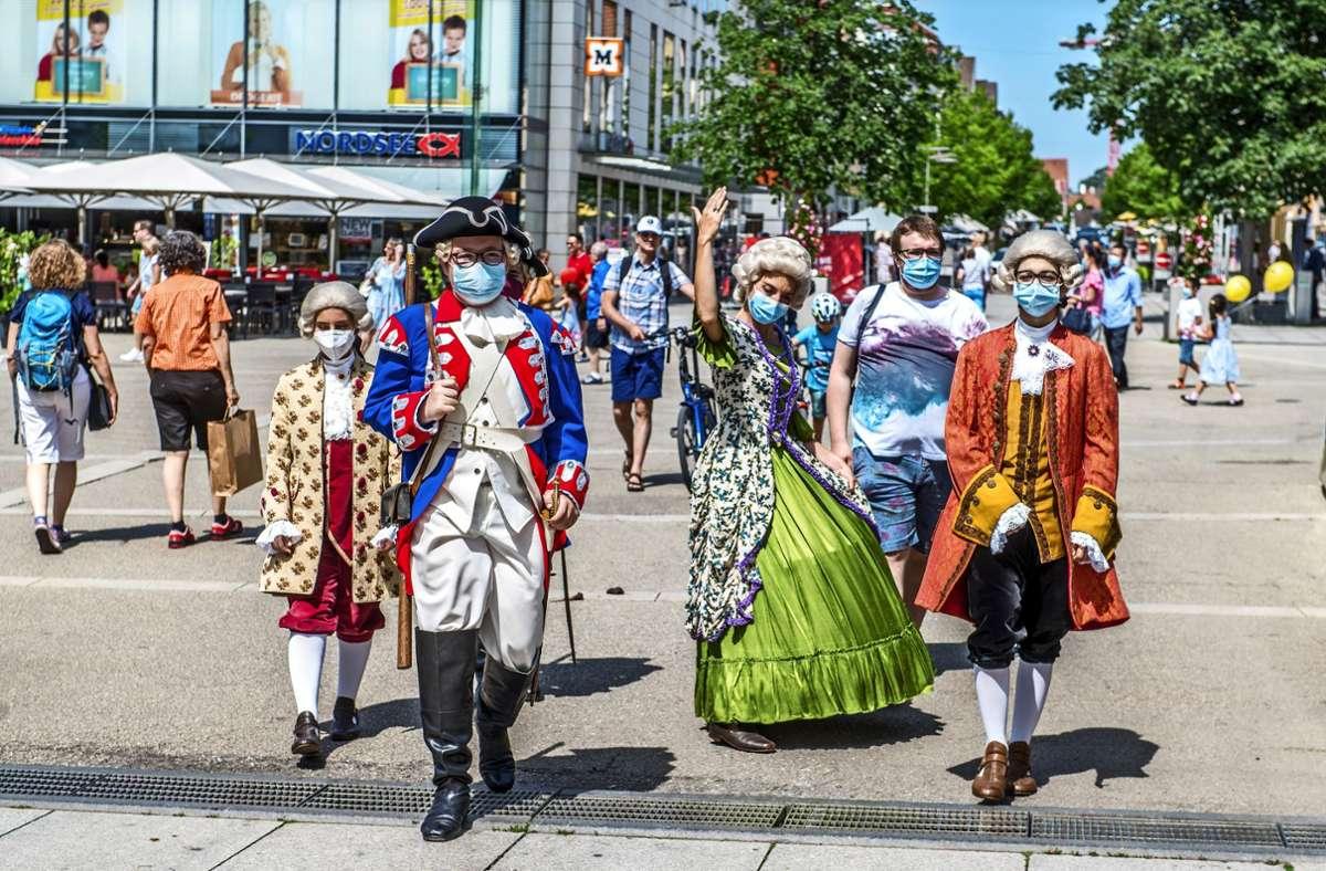 Statt eines großen Umzugs setzen am Maientag 2021 verschiedene kleine Gruppen in Kostümen historische Akzente. Foto: Giacinto Carlucci