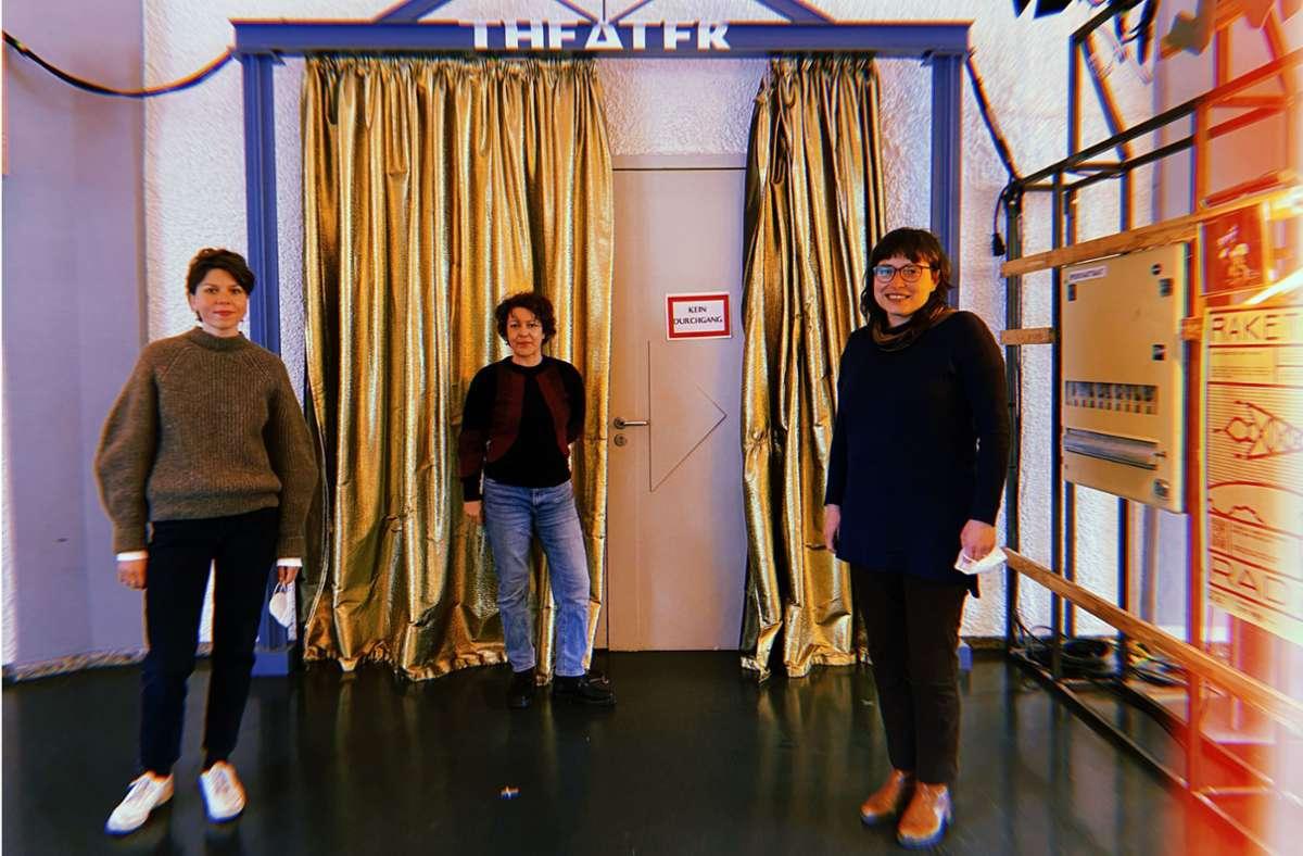 Paula Kohlmann, Kathrin Stärk und Martina Grohmann im Theater Rampe. Foto: Stadtkind/Kriebernig