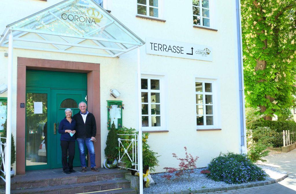 Auch das Restaurant Corona in Göppingen ist wegen Corona geschlossen: die Inhaber Pina und Vito Tetto freuen sich auf die Wiedereröffnung. Foto: Torsten Schöll