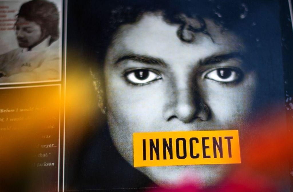 Für manche Fans von Michael Jackson ist die Lage klar: Ihr Idol werde von Lügnern verleumdet, glauben sie. Foto: dpa