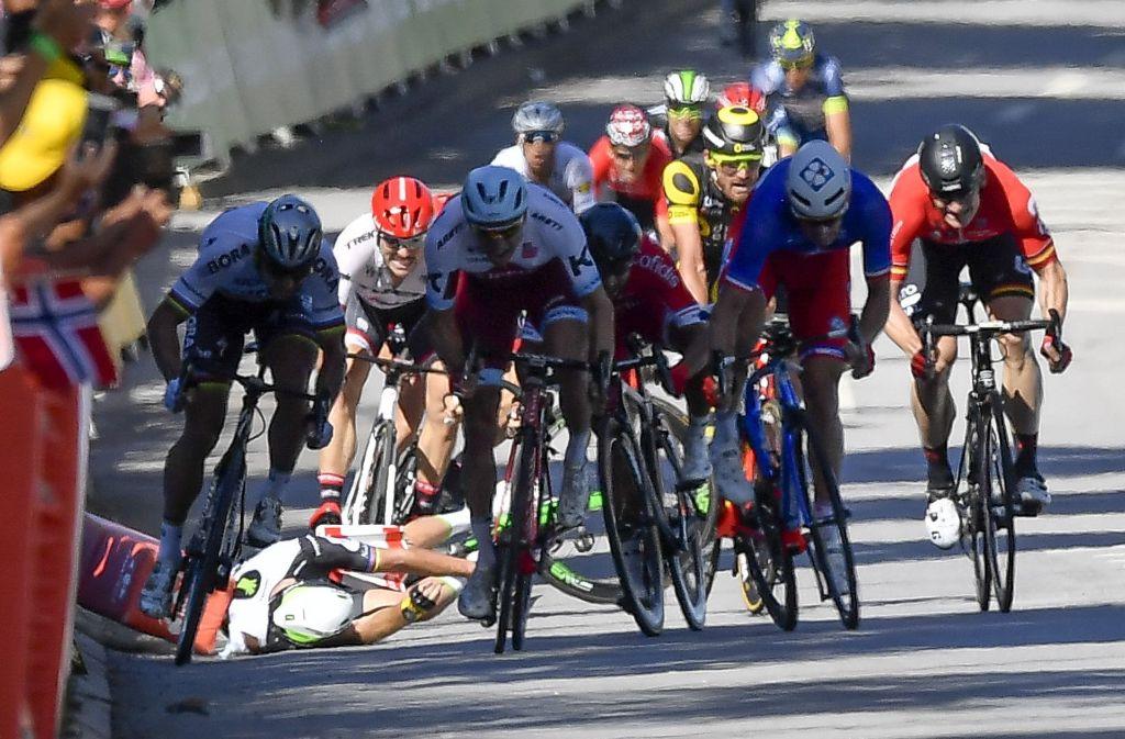 Nach einem Ellenbogen-Check gegen den Briten Mark Cavendish ist Peter Sagan von der Tour de France ausgeschlossen worden. Foto: dpa