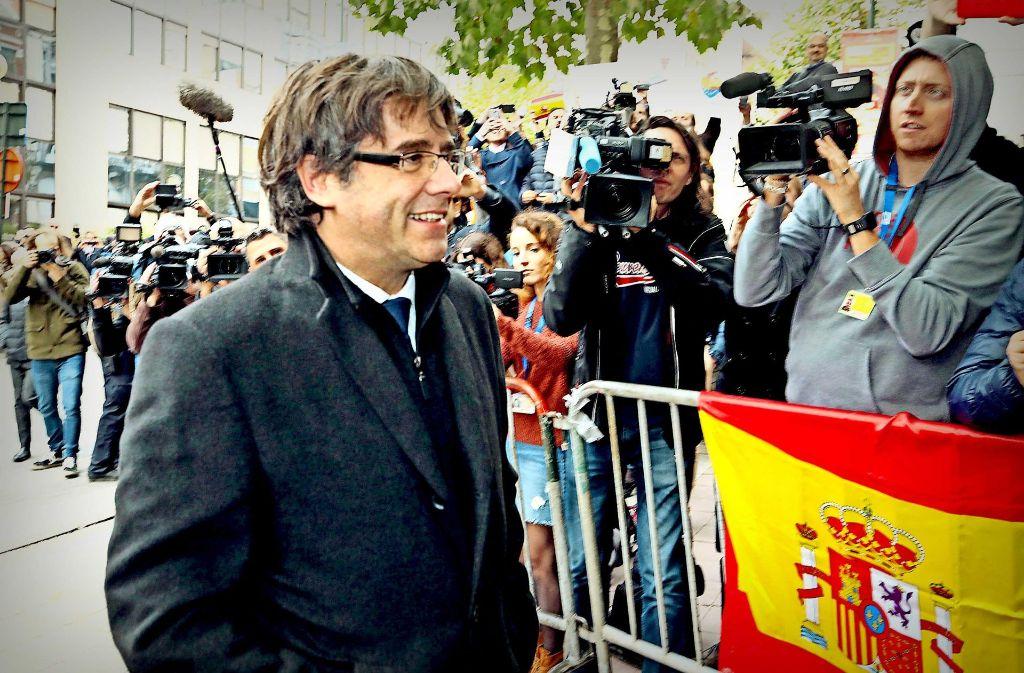 In Brüssel stellte sich der  abgesetzte katalanische Regierungschef am Dienstag den Fragen der Presse. Foto: AP
