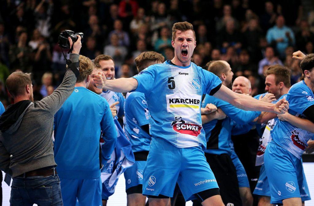 Riesiger Jubel bei den Handballern des TVB Stuttgart Foto: Pressefoto Baumann