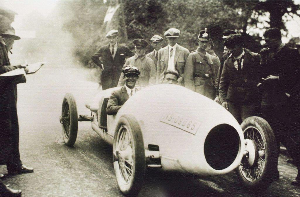 Adolf Rosenberger war einer der populärsten deutschen Rennfahrer der Weimarer Republik. Als die Nazis an die Macht kamen, ließen sie ihn - wie andere jüdische Rennfahrer - nicht mehr starten.Hier seitzt er im Benz-Tropfenwagen. Foto: SWR