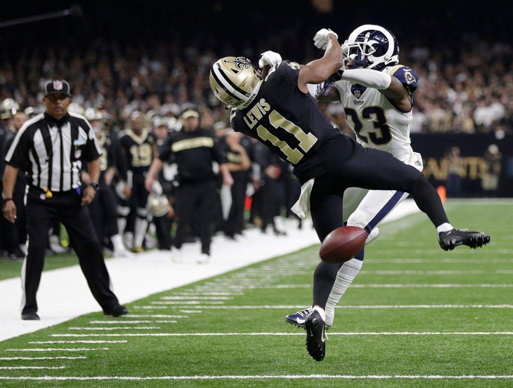 In der NFL geht es zur Sache – in dieser Szene entscheidet sich das Halbfinale zwischen den New Orleans Saints und den LA Rams. Eine gravierende Fehlentscheidung der Schiedsrichter begünstigte die Rams, die später ins Finale einzogen Foto: AP