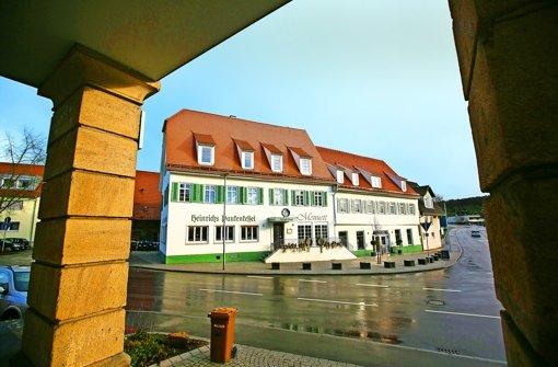 Das Ochsen-Areal steht unter neuer gastronomischer Regie und wird auf vielfältige Weise auch für Büros und – im Anbau – als Buchladen und Café genutzt. Foto: Horst Rudel