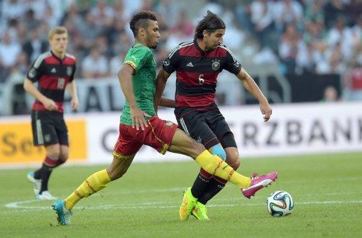 DFB-Team müht sich zum 2:2