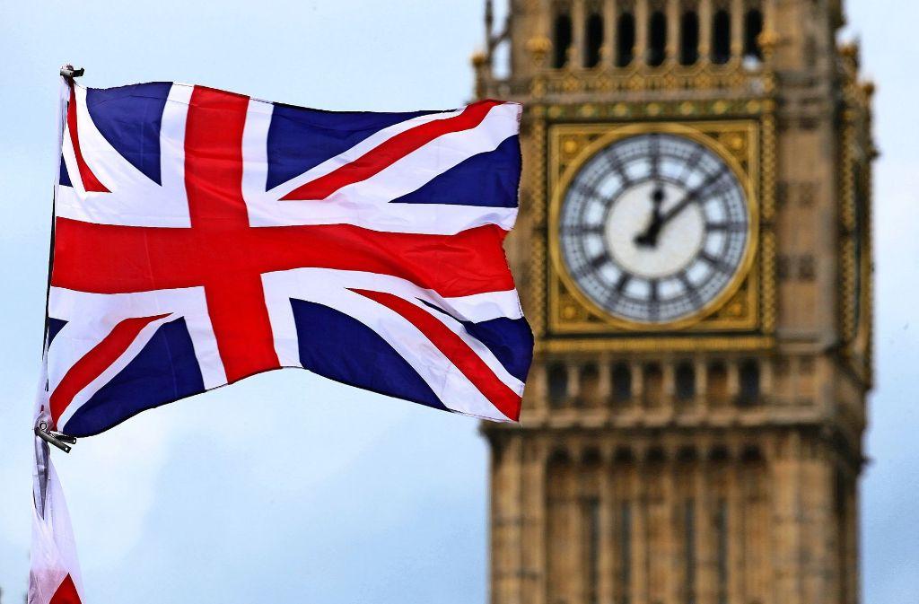 Der Blick vieler Unternehmen aus Baden-Württemberg richtet sich nach London – hier im Foto die britische Flagge vor dem berühmten Glockenturm Big Ben. Diese Woche will das britische Parlament mit den Beratungen über den formellen Brexit-Antrag des Landes bei der EU beginnen. Foto: dpa