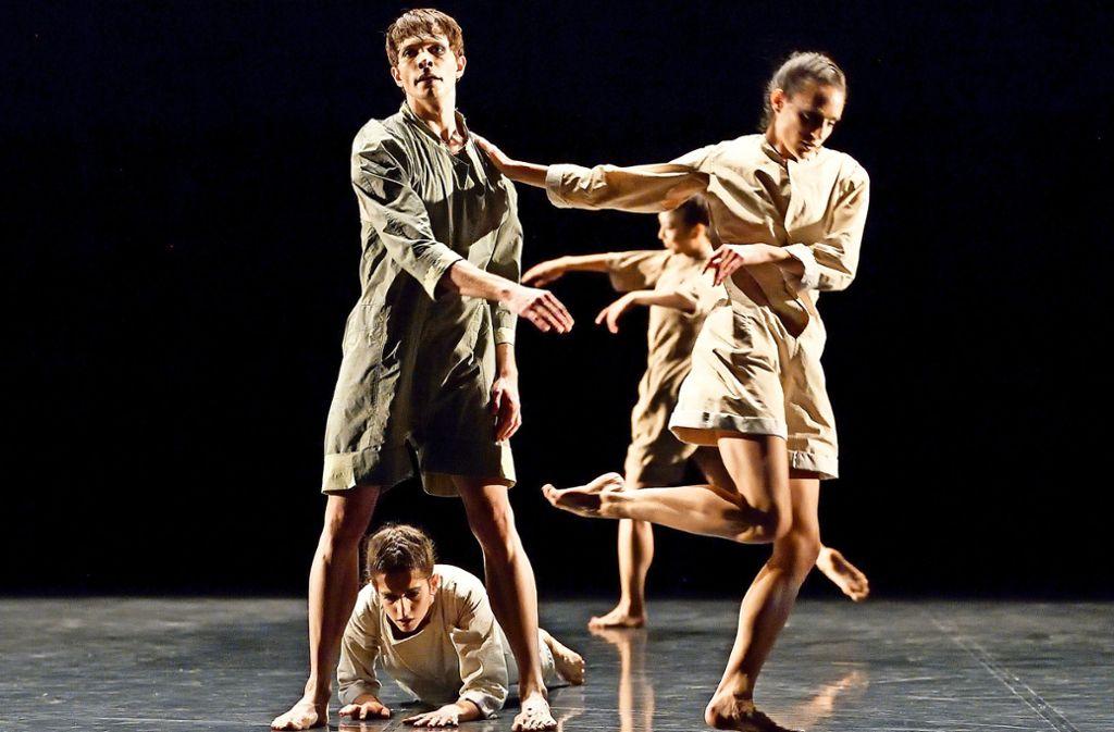 """Louis Stiens, Maria Andrés Betoret, Vittoria Girelli und Agnes Su in """"Arpatruf"""" von Shaked Heller Foto: Stuttgarter Ballett"""