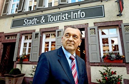 Thilo Schreiber beim neuen Vorzeigeprojekt, der Stadt- und Tourist-Info am Marktplatz. Foto: