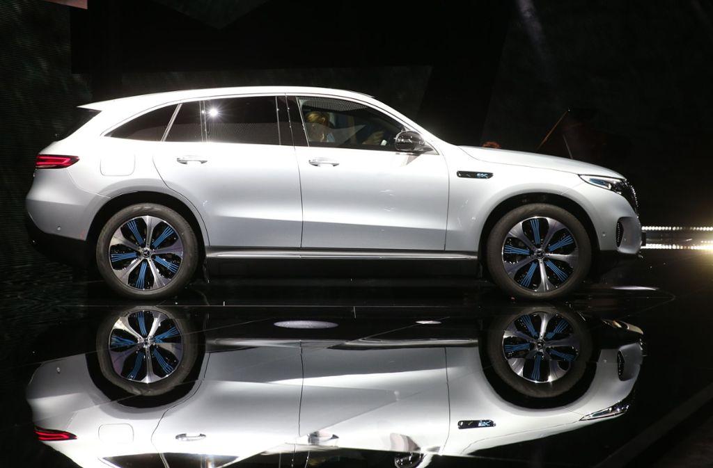 Viele Autobauer bringen derzeit SUVs als Elektrofahrzeuge auf den Markt – so ist beispielsweise das erste reine Elektroauto von Mercedes, der EQC, ein SUV. Foto: AFP/Soren Andersson