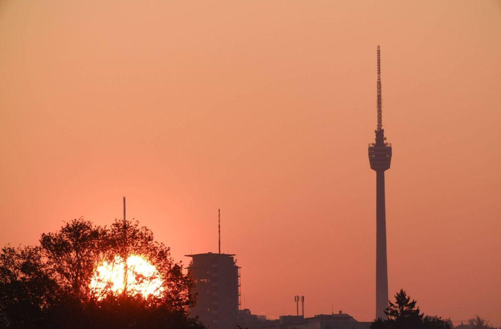 Über Stuttgart ging am Donnerstagmorgen die Sonne auf – ein freundlicher Tag wird erwartet. Foto: 7aktuell/David M. Skiba