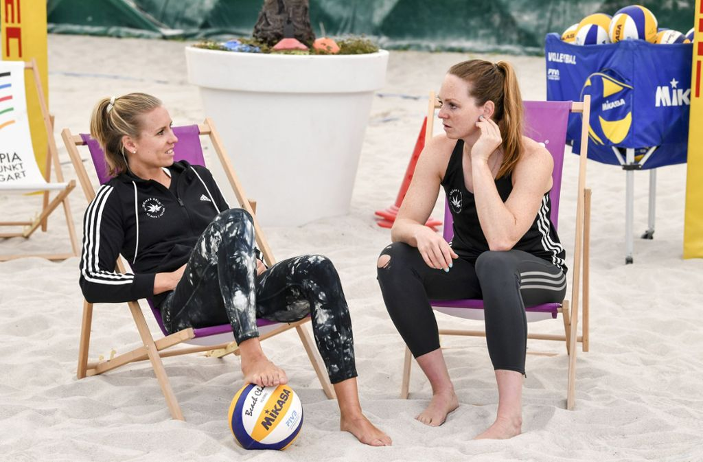 Auszeit vom Beachvolleyball – aber wie lange noch? Karla Borger (li.) und Julia Sude. Foto: imago//Tom Bloch