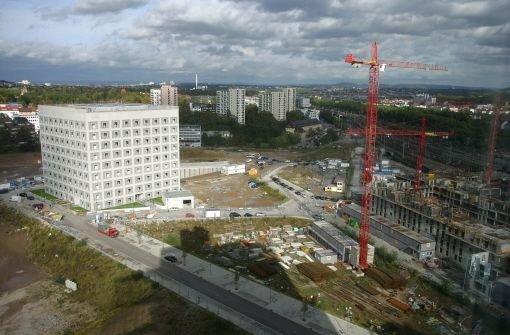 Ein Blick von den Türmen des Bankenviertels: rechts entstehen die Pariser Höfe, die 2012 fertig sein sollen. Foto: Achim Zweygarth