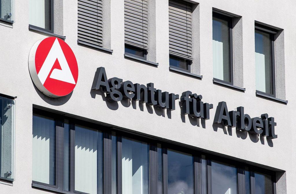 Die Agentur für Arbeit schätzt ihre Überschüsse zu pessimistisch ein, kritisiert der Finanzwissenschaftler Alfred Boss. Foto: dpa