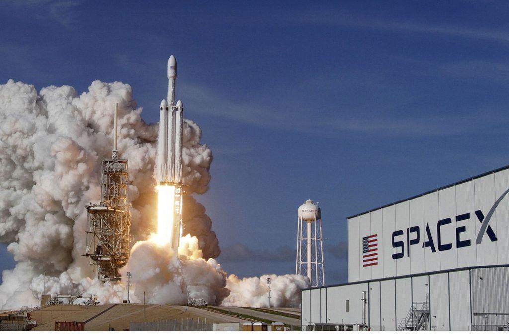 Organisiert wurde der Raketenstart von dem privaten Raumfahrtunternehmen SpaceX Foto: AP/Orlando Sentinel